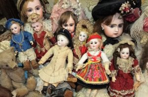collection-of-small-French-dolls